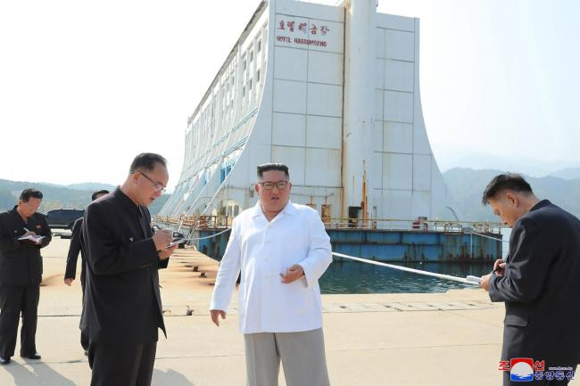 Kim Jong Un visits the Diamond Mountain resort