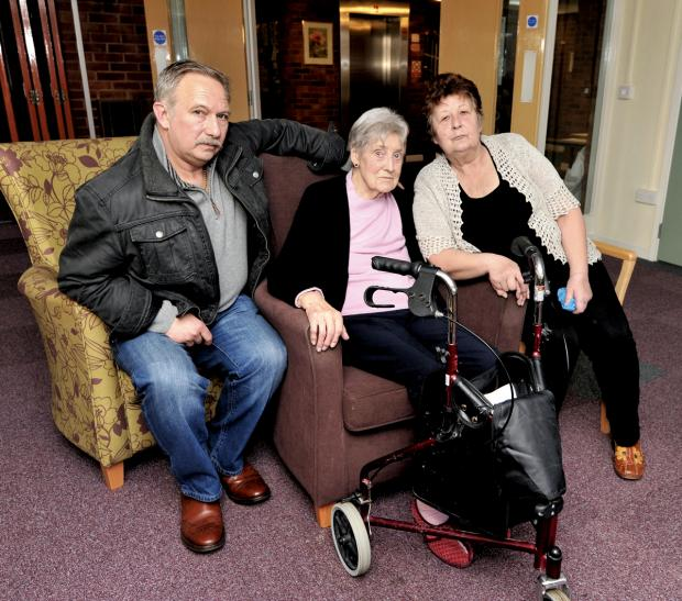 Redditch Advertiser: CONCERNED: Chelmsford Court resident Grace Thomas, centre, with her daughter Megan Straight and son-in-law Robert Straight. Picture: John Anyon. 0214490302