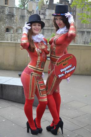 Loretta Hope, from Redditch, left, with a fellow 'Beefeater' outside the Tower of London. SP
