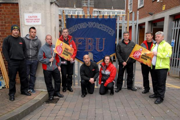 Redditch Advertiser: Worcester Green Watch outside the gates of Worcester Fire Station on strike. 1814588801.