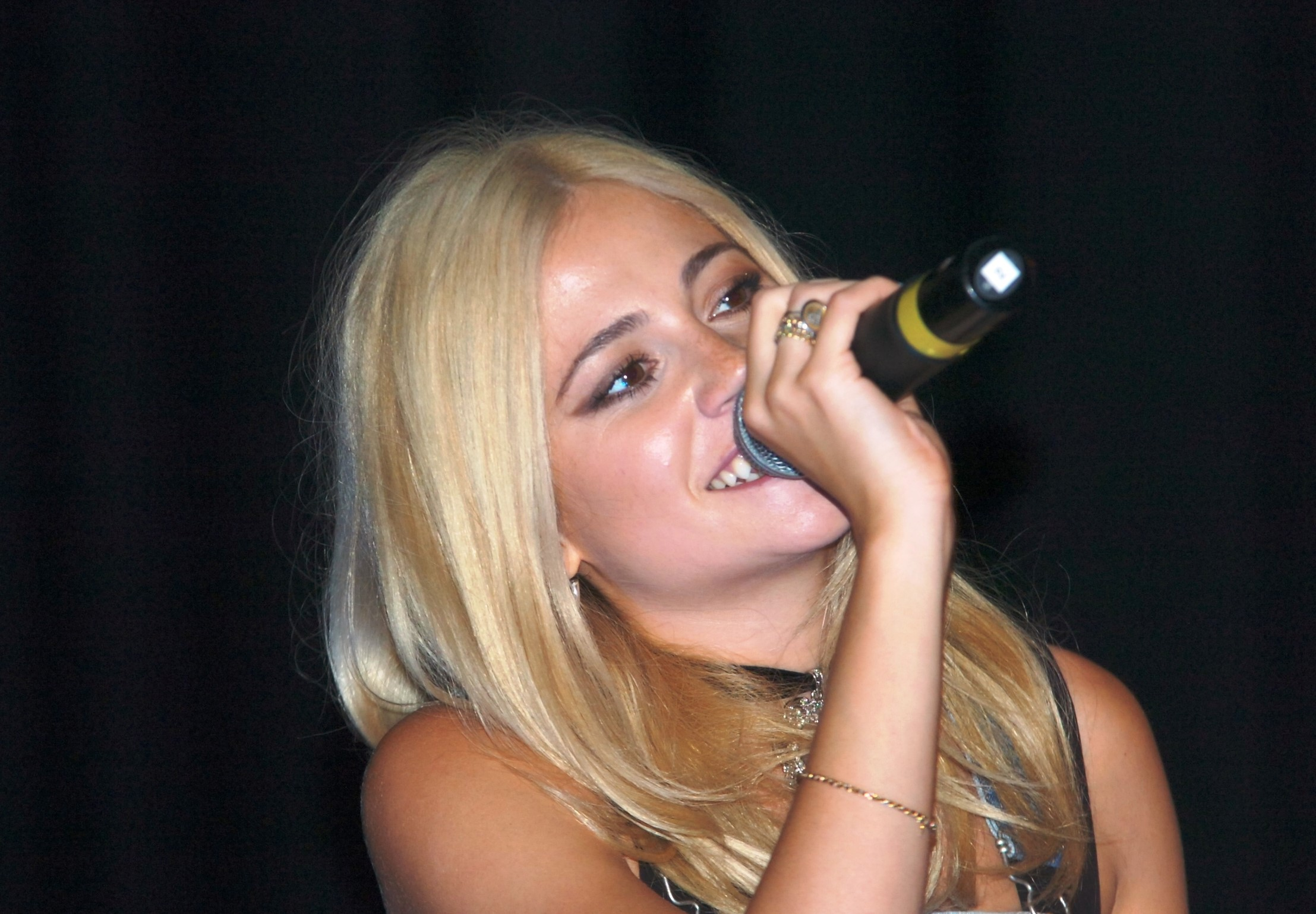 Pixie Lott makes surprise visit to St Augustine's