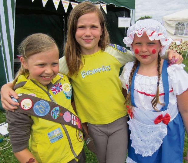 Redditch Advertiser: STUDLEY FUN DAY: Isabella Ebbon, Isobel Parker and Isabelle Thompson. SP