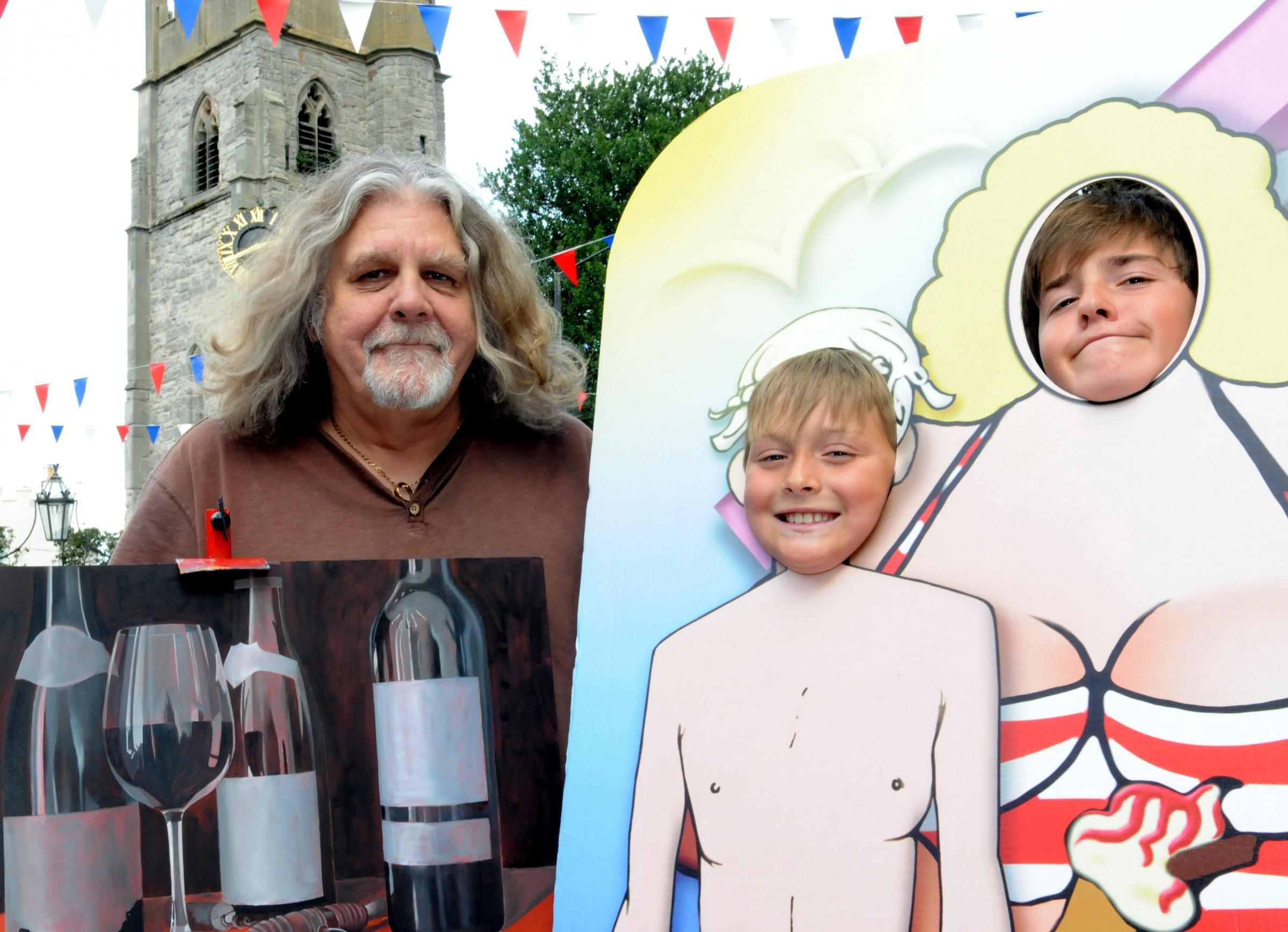 Alcester is to host its first Arts Festival. From left Artist Peter Kotka with his artwork titled 'The French Connection' with Tom Evans, nine, and Ben Evans, 14. To buy  image, RLB341404, visit redditchadvertiser.co.uk/pictures.