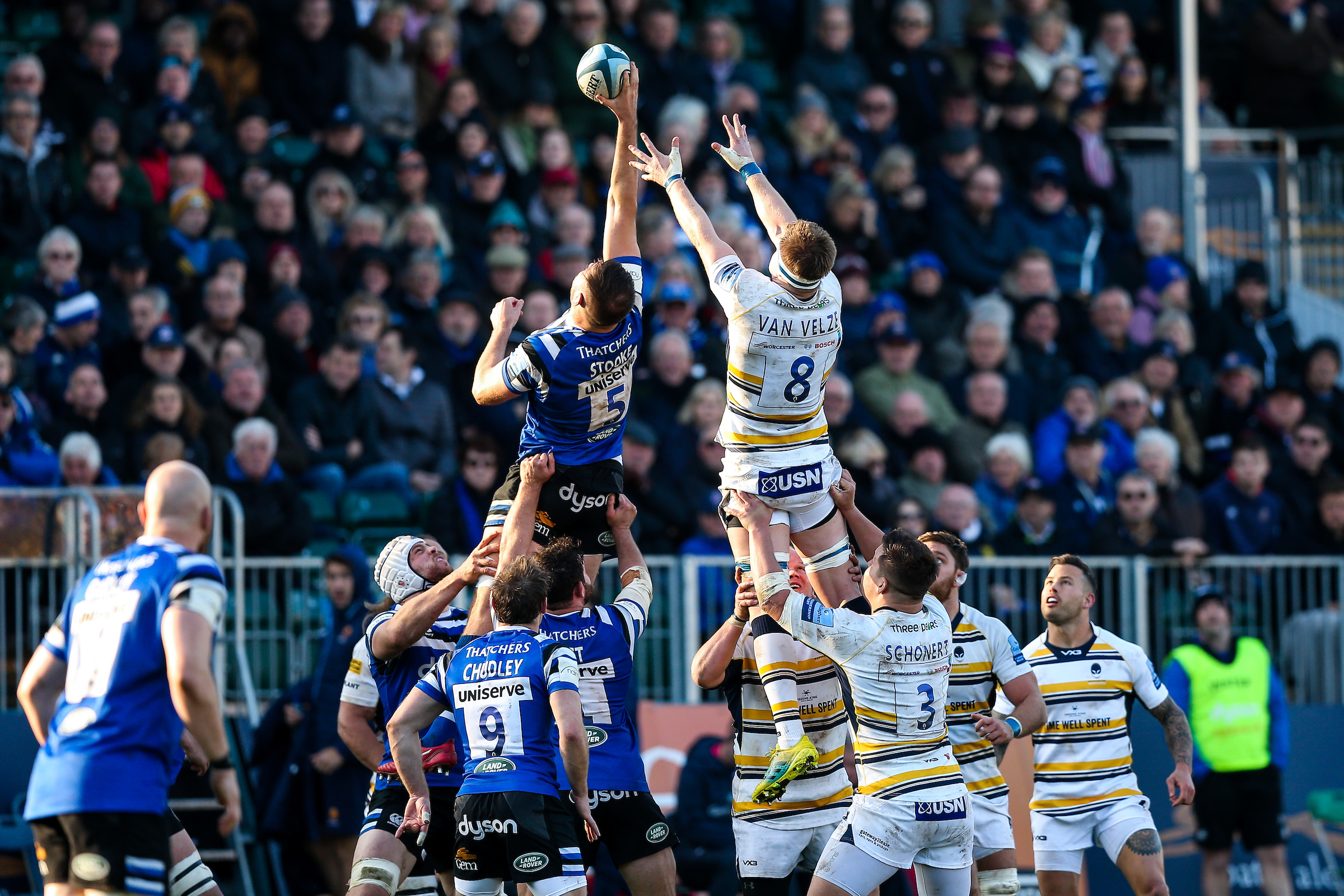Worcester Warriors contest a lineout in the first match at Bath. Picture: ROGAN THOMSON/JMP